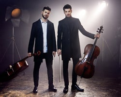 tn_2Cellos_AS25917.jpg